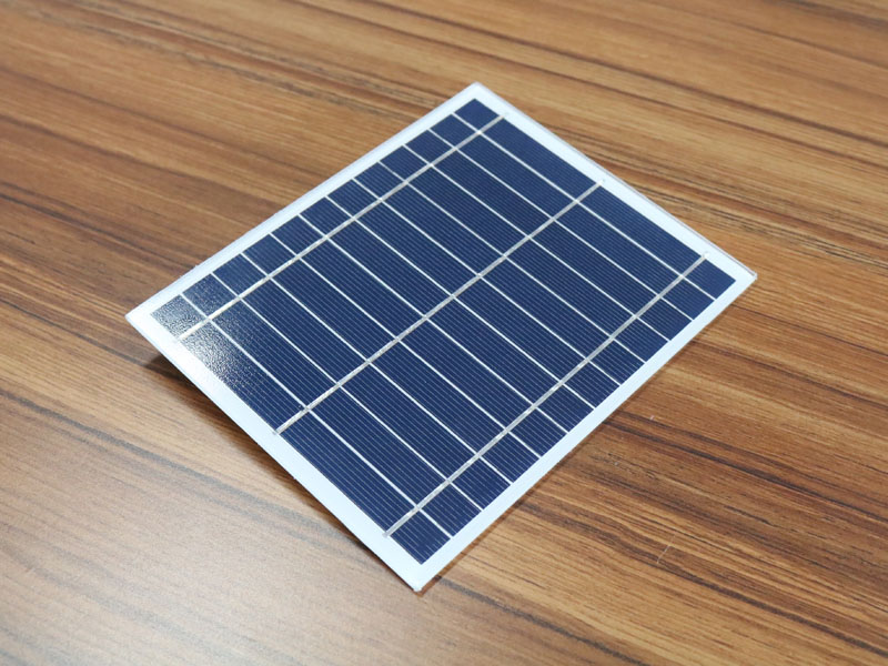What Are the Applications for Small Solar Panels?